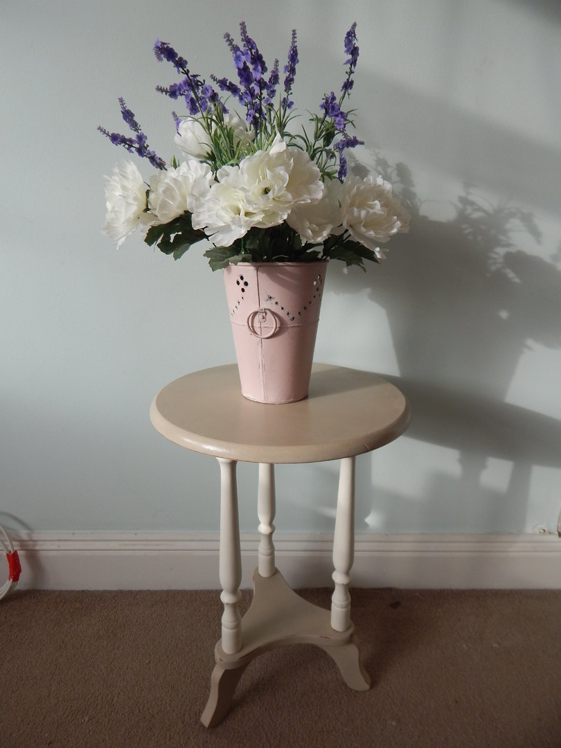 Shabby chic round coffee table side table sold for Tableaux shabby chic