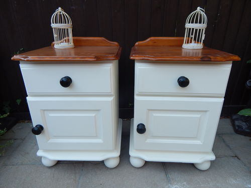 PAIR OF VINTAGE SHABBY CHIC PINE FARMHOUSE BEDSIDE CABINETS