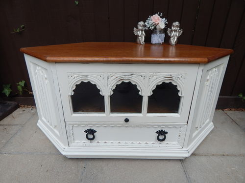 GORGEOUS SOLID OAK , VINTAGE , SHABBY CHIC CORNER TV CABINET # # # SOLD # # #