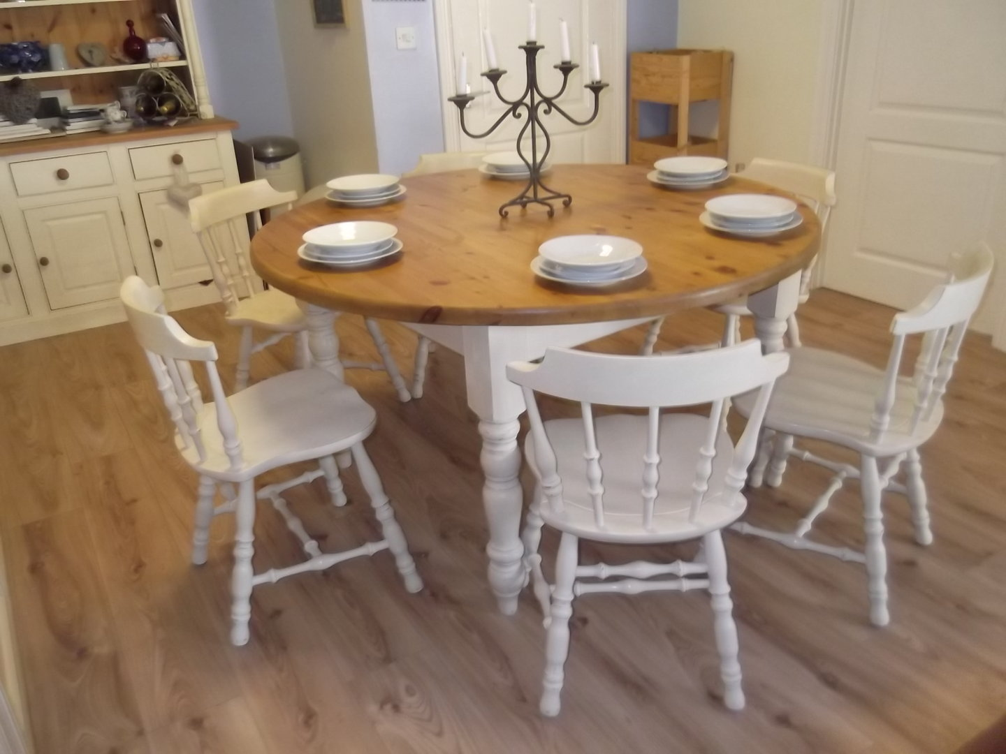 Vintage large round farmhouse table and 6 oak chairs for Oak farmhouse kitchen table and chairs