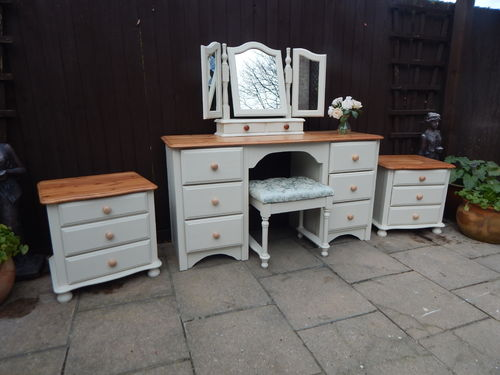 MATCHING SET OF VINTAGE PINE DRESSING TABLE , MIRROR , STOOL & BEDSIDE CABINETS